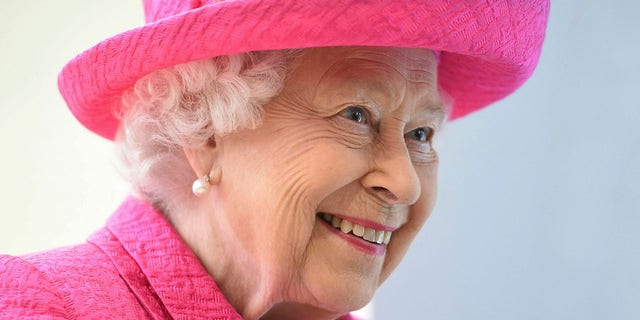 Queen Elizabeth II is pictured in 2019 during a visit to the Royal Papworth Hospital in Cambridge, 영국. (Joe Giddens/PA via AP)