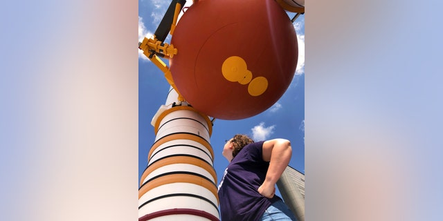 Eyes towards the heavens at Kennedy Space Center. (Photo by Dave Parfitt)