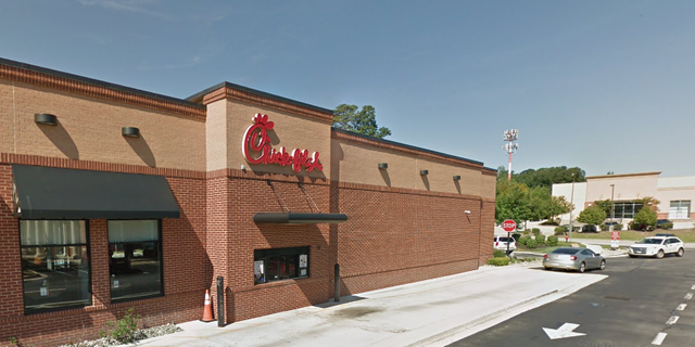 A World War II veteran stopped at a Chick-Fil-A Thursday, seeking help having his tire changed.聽