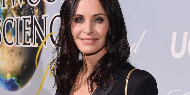 Courtney Cox attends UCLA IoES honors Barbra Streisand and Gisele Bundchen at the Hollywood Galaxy for Science on February 21, 2019 in Beverly Hills, California. (Photo by Matt Winkelmeyer / Getty Images for UCLA's Institute for the Environment and Sustainability)