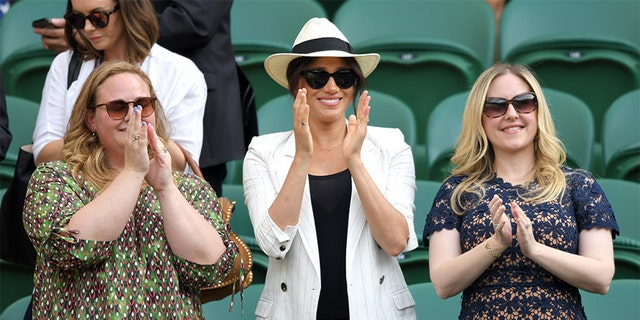 Meghan, Duchess of Sussex (C) attends day 4 of a Wimbledon Tennis Championships during a All England Lawn Tennis and Croquet Club on Jul 4, 2019 in London. (Photo by Karwai Tang/Getty Images)