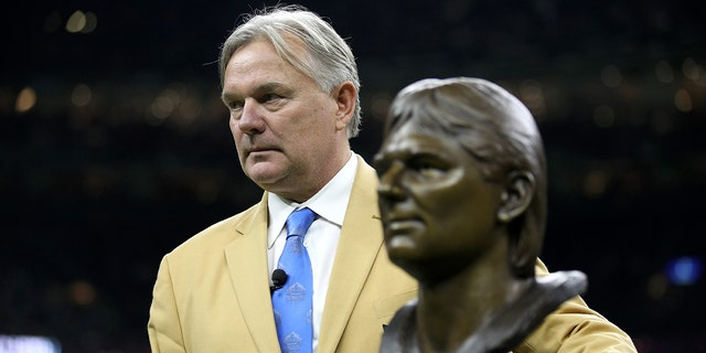 Former New Orleans Saints kicker Morten Andersen stands on the field as he receives his pro football hall of fame ring during halftime at Mercedes-Benz Superdome on December 17, 2017 in New Orleans, Louisiana. (Photo by Chris Graythen/Getty Images)