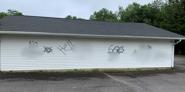 Tennessee deputies are investigating after racial slurs and graphic imagesof male genitaliawere spray-painted on a church.