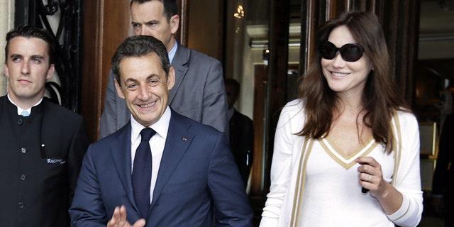 Former French boss Nicolas Sarkozy (L) and his mother Carla Bruni-Sarkozy in 2012