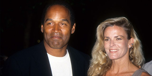 O.J. Simpson (엘) was allegedly abusive towards his late ex-wife Nicole Brown Simpson (아르 자형).
