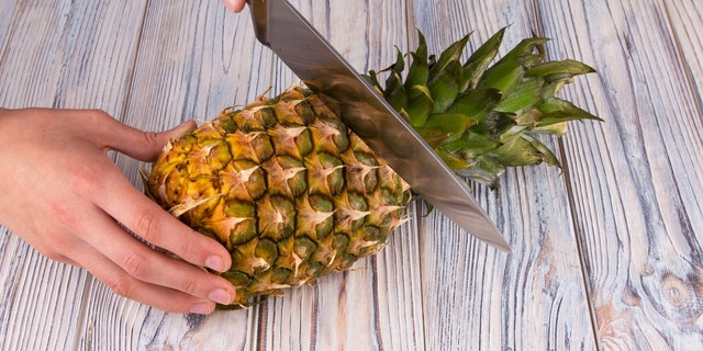 Do like a Hawaiian and turn off a tip so we can plant it after and, if we live in a comfortable climate, grow another pineapple.