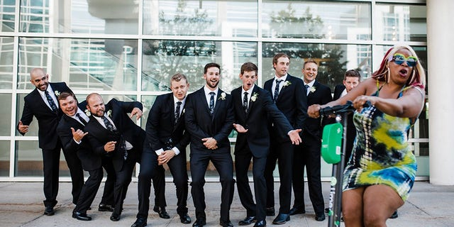 Groom Matt Reilly was posing with his groomsmen outward of his wedding venue in downtown Omaha, Neb., when a organisation was interrupted by a brightly dressed lady on a Lime scooter.