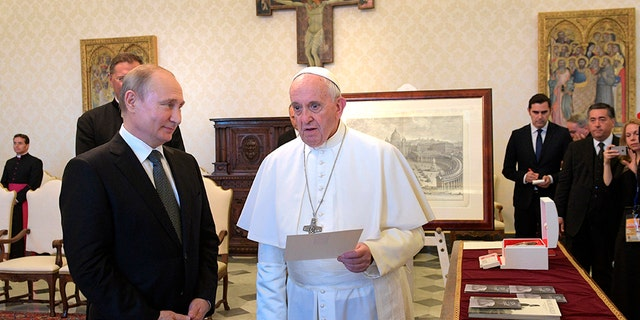 Westlake Legal Group pope-putin-3-AP Pope Francis and Putin meet at Vatican, discuss Syria, Ukraine fox-news/world/world-regions/russia fox-news/world/personalities/vladimir-putin fox-news/us/religion/roman-catholic fox-news/us/religion fox-news/person/pope-francis fox-news/food-drink/recipes/cuisines/eastern-europe fox news fnc/world fnc Elizabeth Llorente article 7afc662b-33f7-5305-97a3-58dbab2d4668