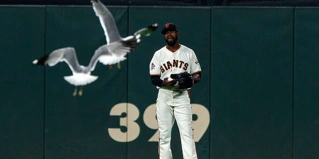 Austin Jackson #16 of the San Francisco Giants reacts as seagulls fly in the outfield during the twelfth inning against the Colorado Rockies at AT&T Park on May 17, 2018 in San Francisco, California. (Photo by Jason O. Watson/Getty Images)