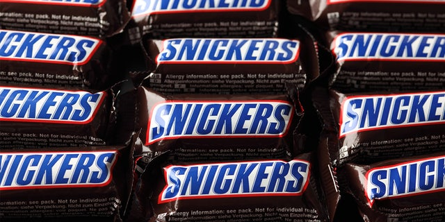 Snickers has pledged to give away 1 million candy bars if the federal government changes the date of Halloween to the last Saturday in October.