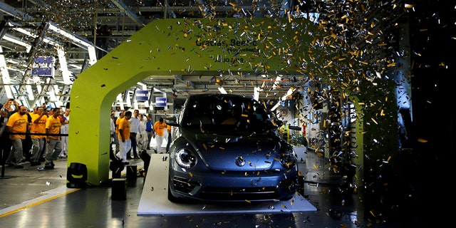 Westlake Legal Group vw-beetle Volkswagen marks the end of Beetle production in Mexico Gary Gastelu fox-news/auto/make/volkswagen fox-news/auto/attributes/collector-cars fox news fnc/auto fnc fc3c72b2-239f-505a-8e57-5c8dcca358a9 article
