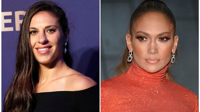 J. Lo gives Carli Lloyd a lap dance onstage to celebrate World Cup win