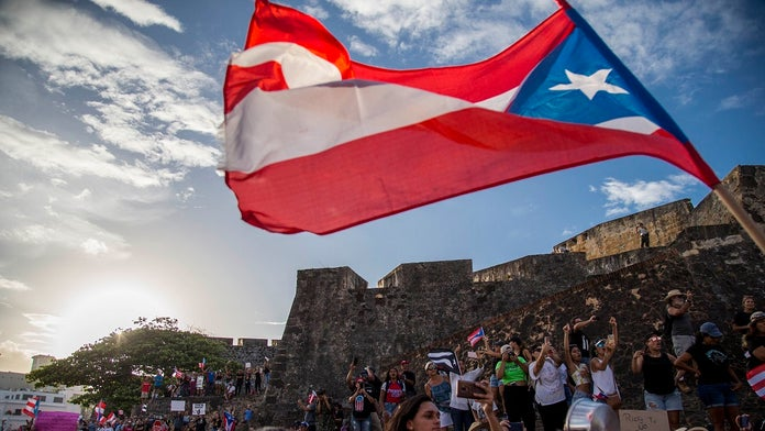 Thousands of Puerto Ricans gather to demand governor's resignation