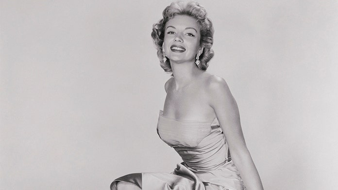 '50s actress Kathleen Hughes recalls working with Frank Sinatra, becoming a pinup: 'It was so unexpected'