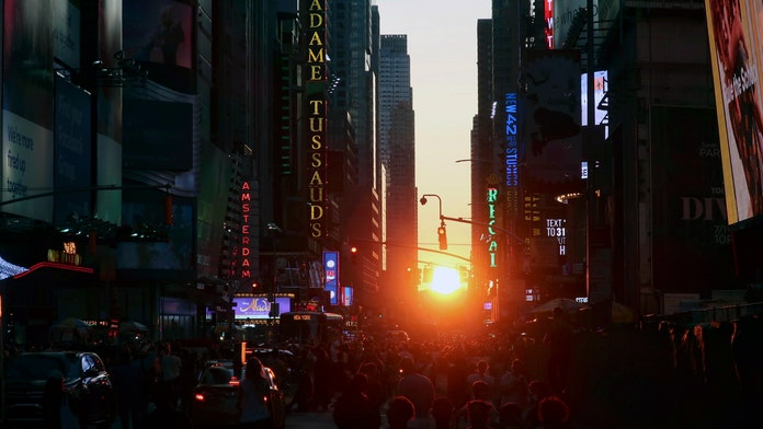 More than 43,000 without power in Manhattan after 'major disturbance'