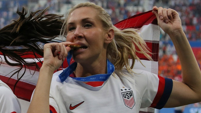 World Cup champ Allie Long receives new key to New York City after first one was stolen