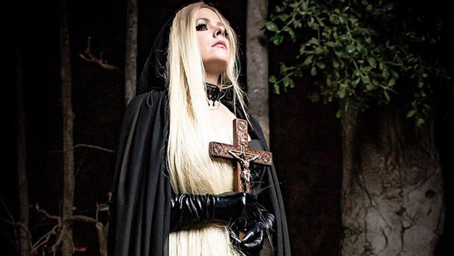 411Music: Avril Lavigne Shows Sensitive Side