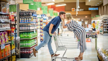 Publix employees take engagement photos at store where they met