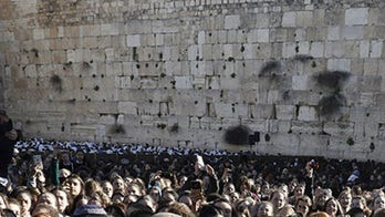 Holocaust survivor, 104, has 'emotional' birthday celebration at the Western Wall with 400 descendants