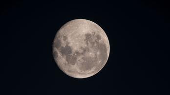 India's Chandrayaan-2 spacecraft set for historic lunar landing