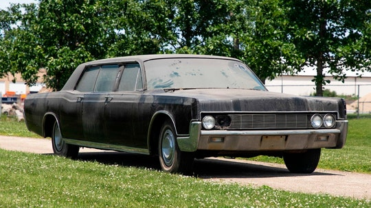 Elvis Presley's long-hidden Lincoln limousine up for auction