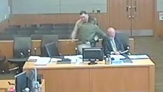 Defendant sucker-punches his attorney in Arizona courtroom