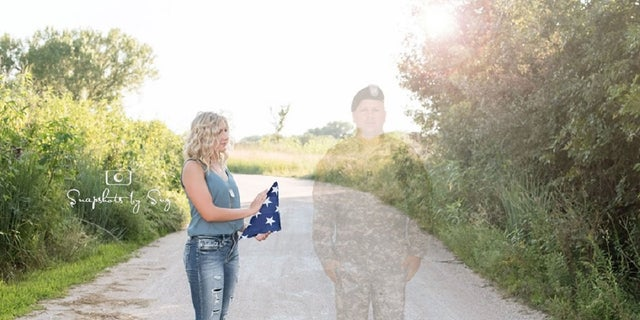 Teen honors father killed in Afghanistan with special senior photos