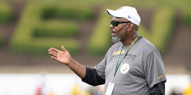 Westlake Legal Group Darryl-Drake-GettyImages-1157914553 Steelers wide receivers coach Darryl Drake dies at 62, team says fox-news/sports/nfl/pittsburgh-steelers fox-news/sports/nfl fox-news/sports fox news fnc/sports fnc db898a61-7df0-5037-bd0a-fecf9893a3b5 David Aaro article