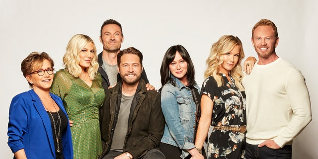 """""""90210"""" stars Gabrielle Carteris, Tori Spelling, Brian Austin Green, Jason Priestley, Shannen Doherty, Jennie Garth and Ian Ziering pose together for a group shot."""