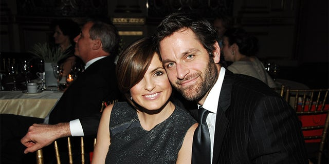 Mariska Hargitay and Peter Hermann at State of the Union Dinner on Jan. 28, 2008, in New York City. (Photo by Patrick McMullan/Patrick McMullan via Getty Images)