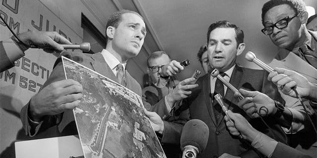 Deputy District Attorneys Aaron Stovitz (left) and Vince Bugliosi display an aerial photograph of the home of Leno and Rosemary LaBianca, 1969. — Getty