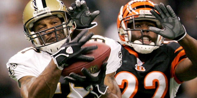 New Orleans Saints wide receiver Joe Horn (87) scores on a 72-yard pass from Drew Brees in the first quarter of their NFL football game against the Cincinnati Bengal in New Orleans November 19, 2006. (REUTERS/Sean Gardner)