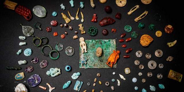 During excavations in Regio V, la Casa criminal Giardino, in a ancient city of Pompeii, archaeologists unclosed a case containing a immeasurable accumulation of fascinating objects.