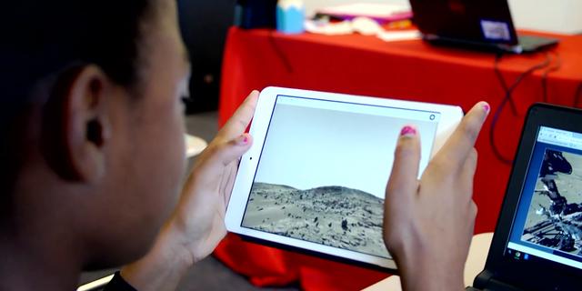 Student takes a Nearpod virtual field trip