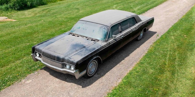 Elvis Presley's long-hidden Lincoln limousine up for auction