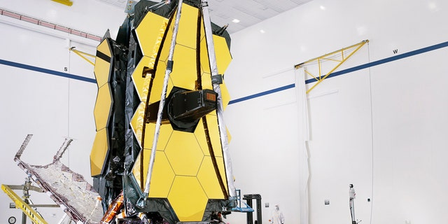 The Fully Collected Space Telescope by James Webb, James Web its sunscreen and uniform pallet structure, which folds around the launch telescope, is partially deployed in an open configuration to allow the telescope to be installed. (Credit: NASA / Chris Gan)