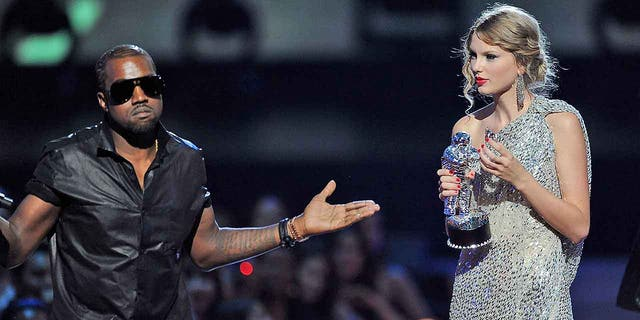 Taylor Swift Shades Kanye West At Vmas 10 Years After Infamous Interruption Fox News
