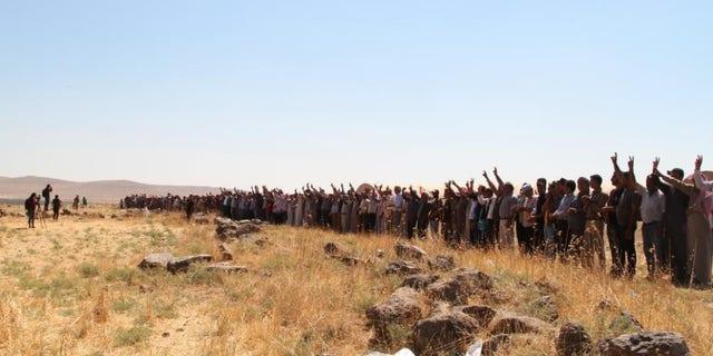 """""""Kongra Star"""" Kurdish women (and some men) take turns forming human shields in northern Syria"""