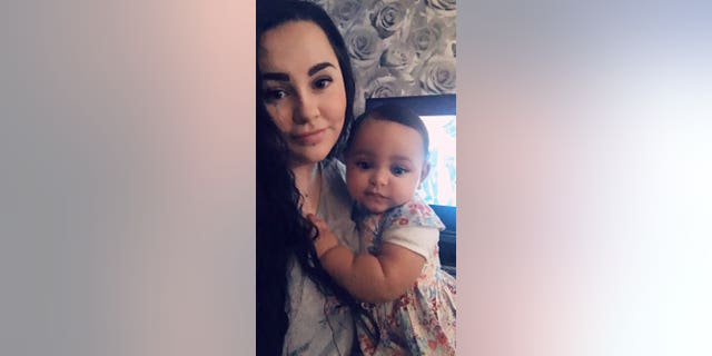 Amber Woollard with her baby Valenci. (SWNS)