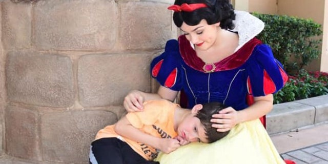 Lauren Bergner, the boy's mom, wrote on Facebook that her son suffered from a meltdown, and that Snow White swooped in to make him feel better after he began crying.