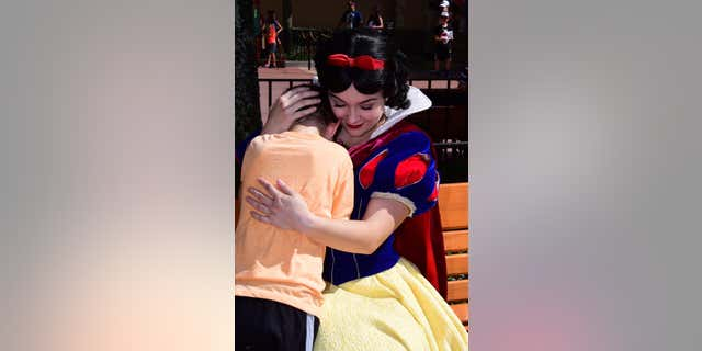 """Snow White was praised across social media, with many calling her actions """"beautiful"""" and saying the sweet moment made them cry."""