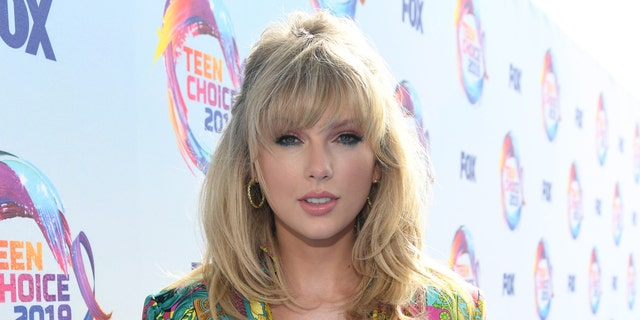 Westlake Legal Group swift Taylor Swift on crossing over to the 'different world' of pop: 'Country music is a real community' Mariah Haas fox-news/person/taylor-swift fox-news/entertainment/music fox-news/entertainment/celebrity-news fox news fnc/entertainment fnc article 26685649-347e-5dcb-b313-21a58e149458