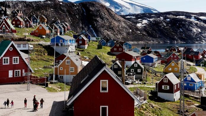 Trump tweets promise not to build 'Trump' properties in Greenland