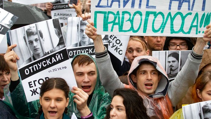 Thousands protest for fair elections in Moscow, largest in 8 years
