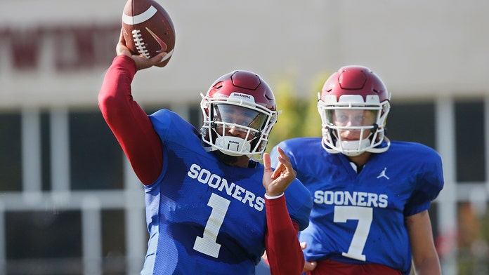 Oklahoma QB Hurts barely edges out Mordecai, Rattler for job
