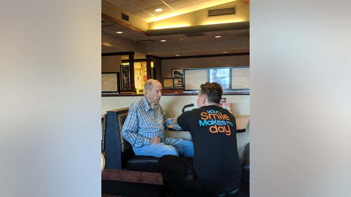 Restaurant server's heartwarming moment with WWII veteran goes viral: 'It was a touching sight'
