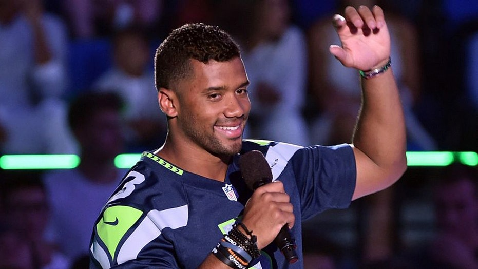Quarterback Russell Wilson gives offensive line $156K worth of Amazon stock