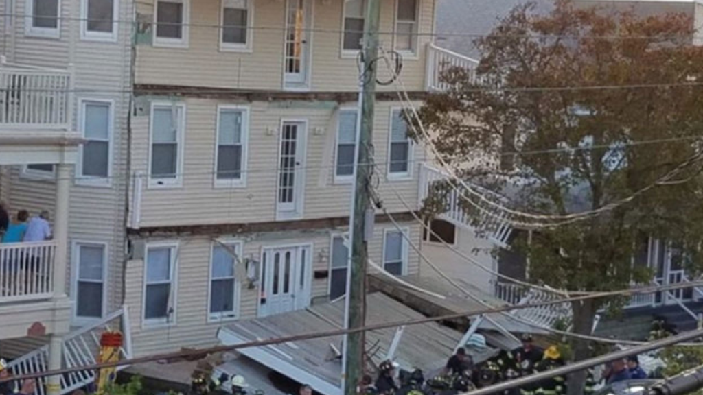 Nearly two dozen hurt as decks collapse in beach town