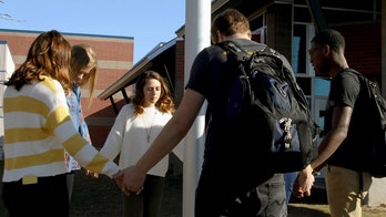 Christian students around globe to gather for 'See You at the Pole' prayer before school