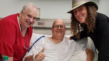 'Weird Al' Yankovic surprises cancer patient at Arkansas hospital